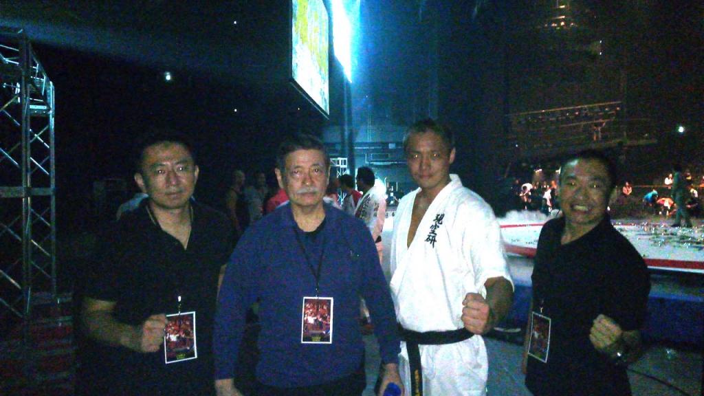 文◎園田康博(現代空手道研究会・会長)※左から2人目