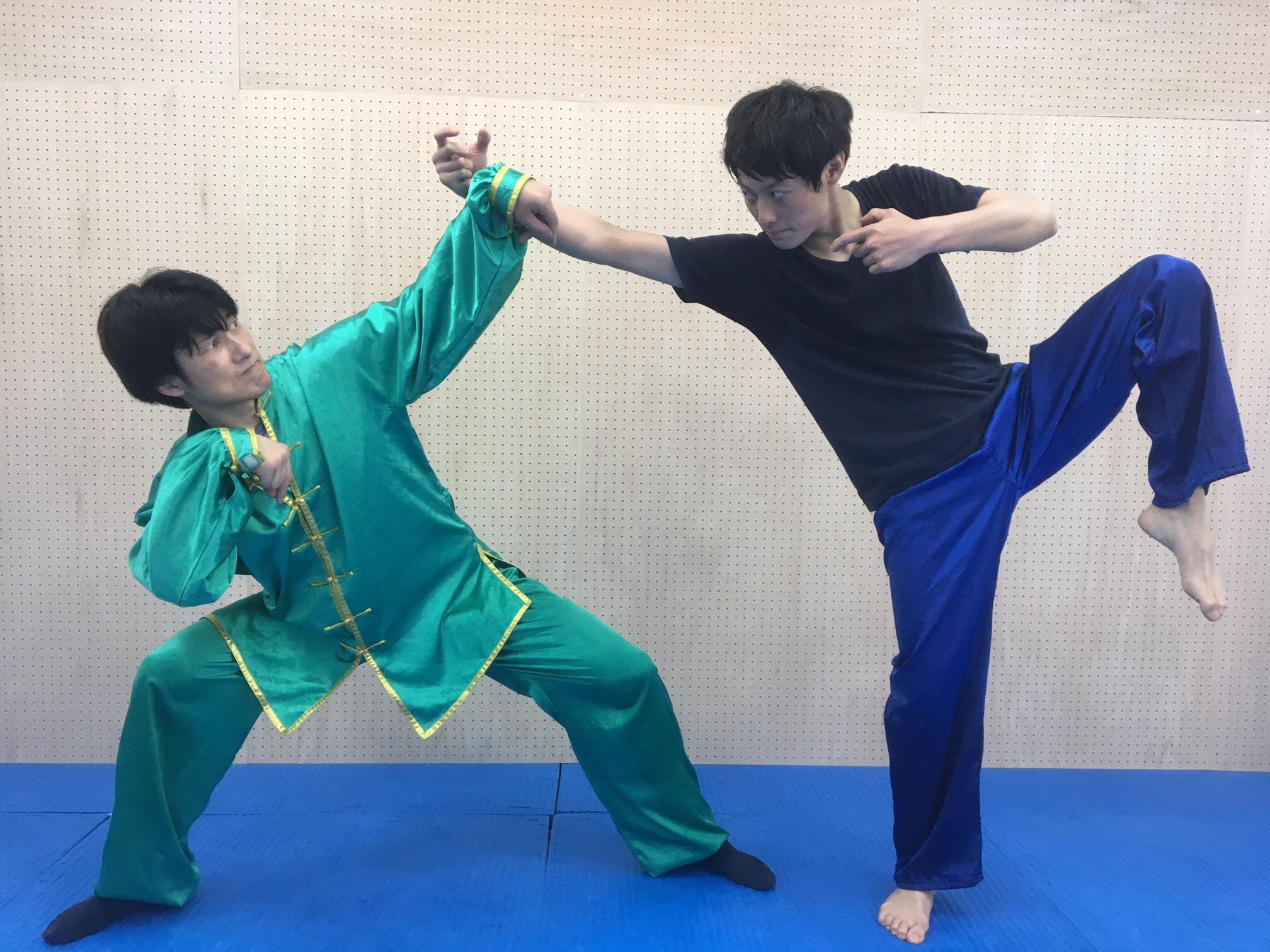 カマキリ拳法の瀬戸先生を師に、酔拳で挑む今野選手。